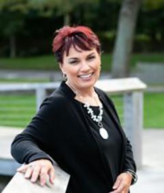 Lisa Clare Kombrink